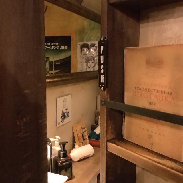 本棚トイレ